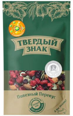 Смесь цукатов, ядер семян тыквы, ядер орехов, сушеных фруктов и ягод